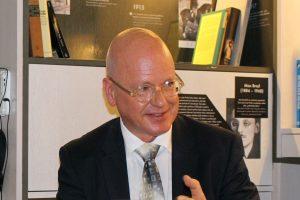 Der Mitherausgeber der Publikation, Prof. Manfred Weinberg